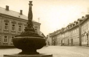 Kamenná kašna na náměstí Republiky
